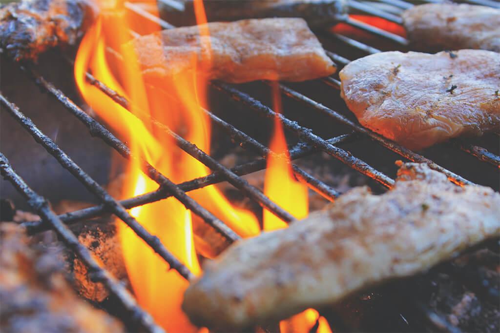 Errores que debe evitar cuando cocine a la parrilla